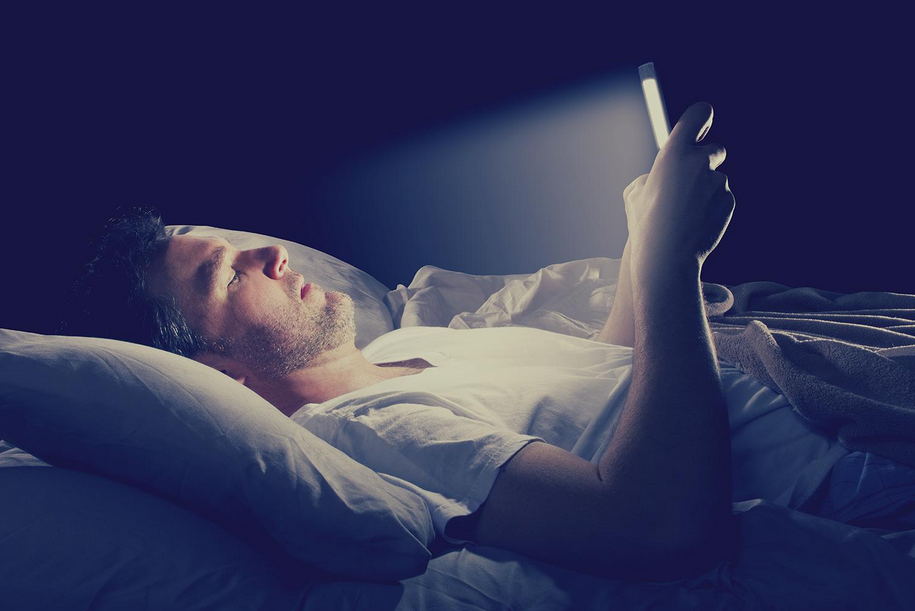 Blue Light Emitted From Your Computer And Cell Phone Can Destroy Your Sleep And Health!